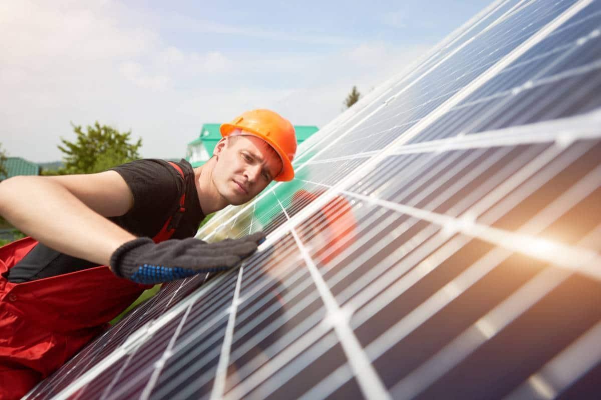 installation specialiste solaires panneaux diy.jpg
